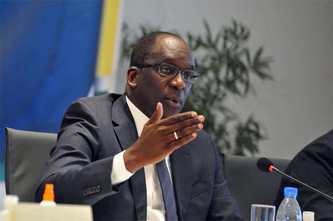 Refus de rejoindre les régions: Abdoulaye Diouf Sarr menace de sanctions les agents de santé récalcitrants
