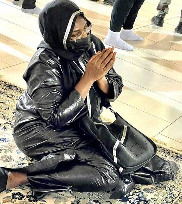 Oumrah à la Mecque: les ardentes prières du couple présidentiel sénégalais
