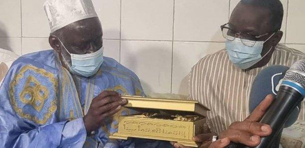 Leylatoul Khadri: Thierno Madani Tall offre un exemplaire du Coran serti d'or à Macky Sall