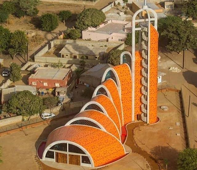 L'Église Epiphanie du Seigneur de Nianing: Une des plus belles d'Afrique