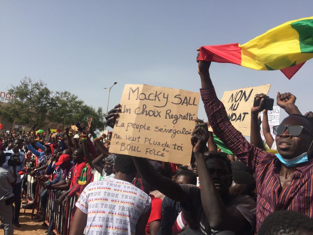 23 Juin 2021, manifestations croisées: Ci-gît le troisième mandat, même si Macky Sall n'a pas...