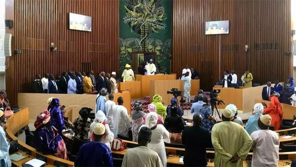 Vote de deux projets de loi en procédure d'urgence: L'opposition parlementaire dénonce une forfaiture