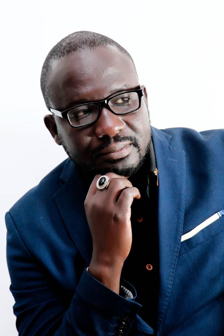 """Medias-Edition: Le journaliste Mame Gor Ngom publie """"Billets de salon''"""
