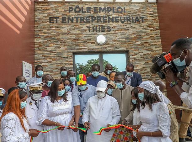 """Guichets uniques Pôle emploi et entrepreneuriat: Macky Sall a inauguré l'espace """"Sénégal Services"""" de Thiès"""