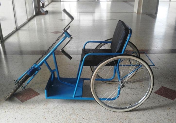 Secours à un homme au bord du suicide: Sidiki Kaba remet un tricycle à un militaire blessé et désespéré