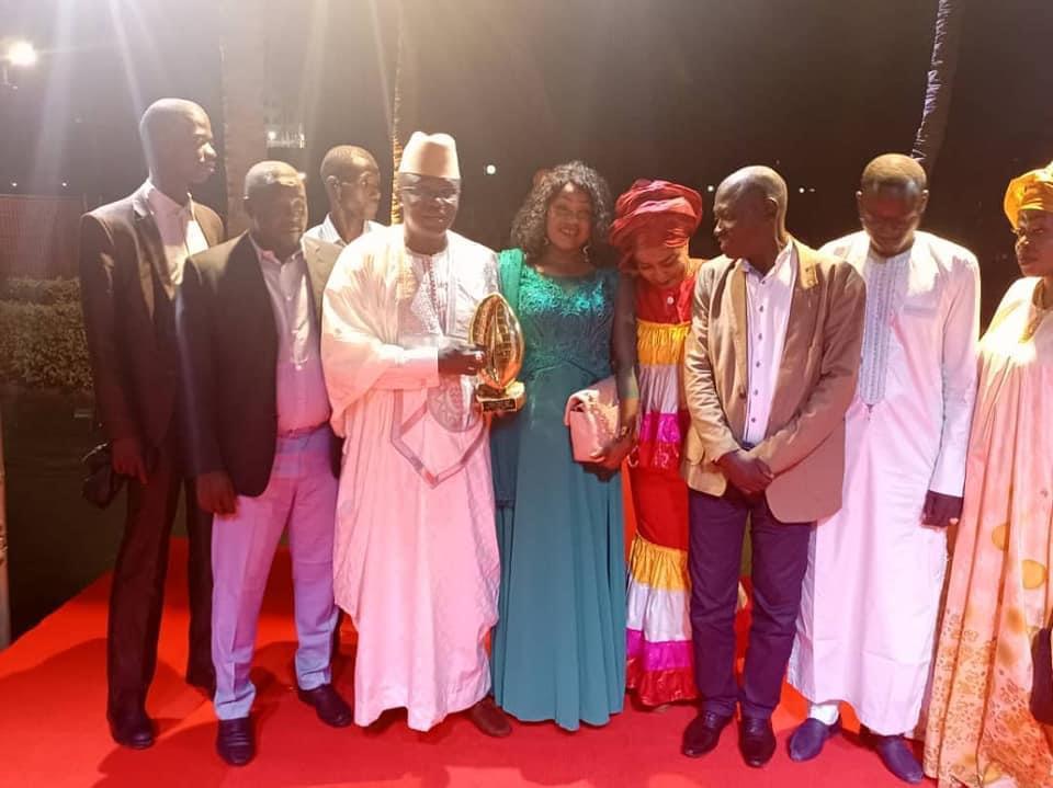 """""""CAURIS D'OR"""" DU LEADERSHIP 2021: Mamadou Ndione, DG du COSEC, honoré"""