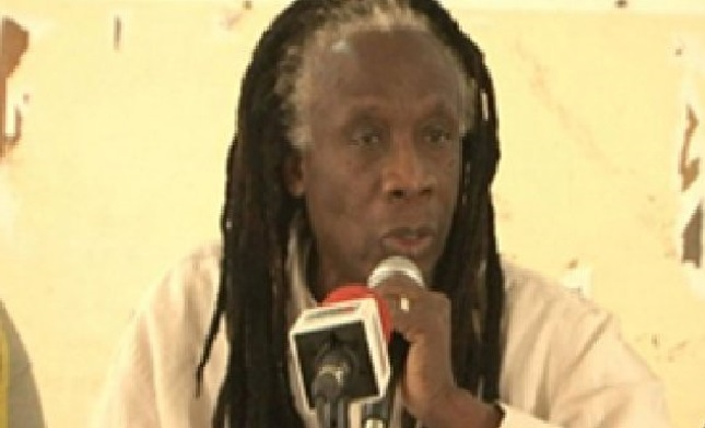 Lutte contre le chômage: Le chanteur Ouza Diallo distribue des micro-crédits