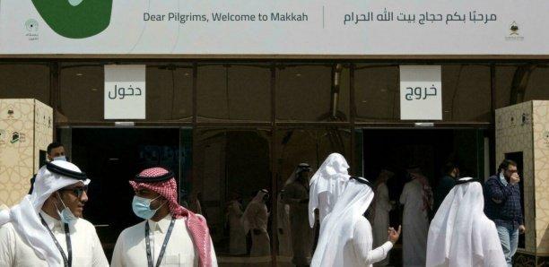 Tous les pèlerins viennent d'Arabie saoudite et ont été vaccinés contre le Covid-19. Les contrôles sont fréquents et les contrevenants s'exposent à de lourdes amendes