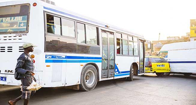 Garage Colobane: Deux passagers fracassent le crâne d'un chauffeur