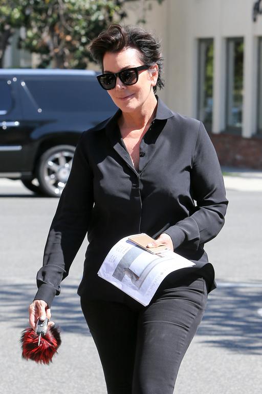 """Quand Kim et Khloé Kardashian surprennent leur mère Kris Jenner en plein ébat sexuel : """"C'est traumatisant"""""""