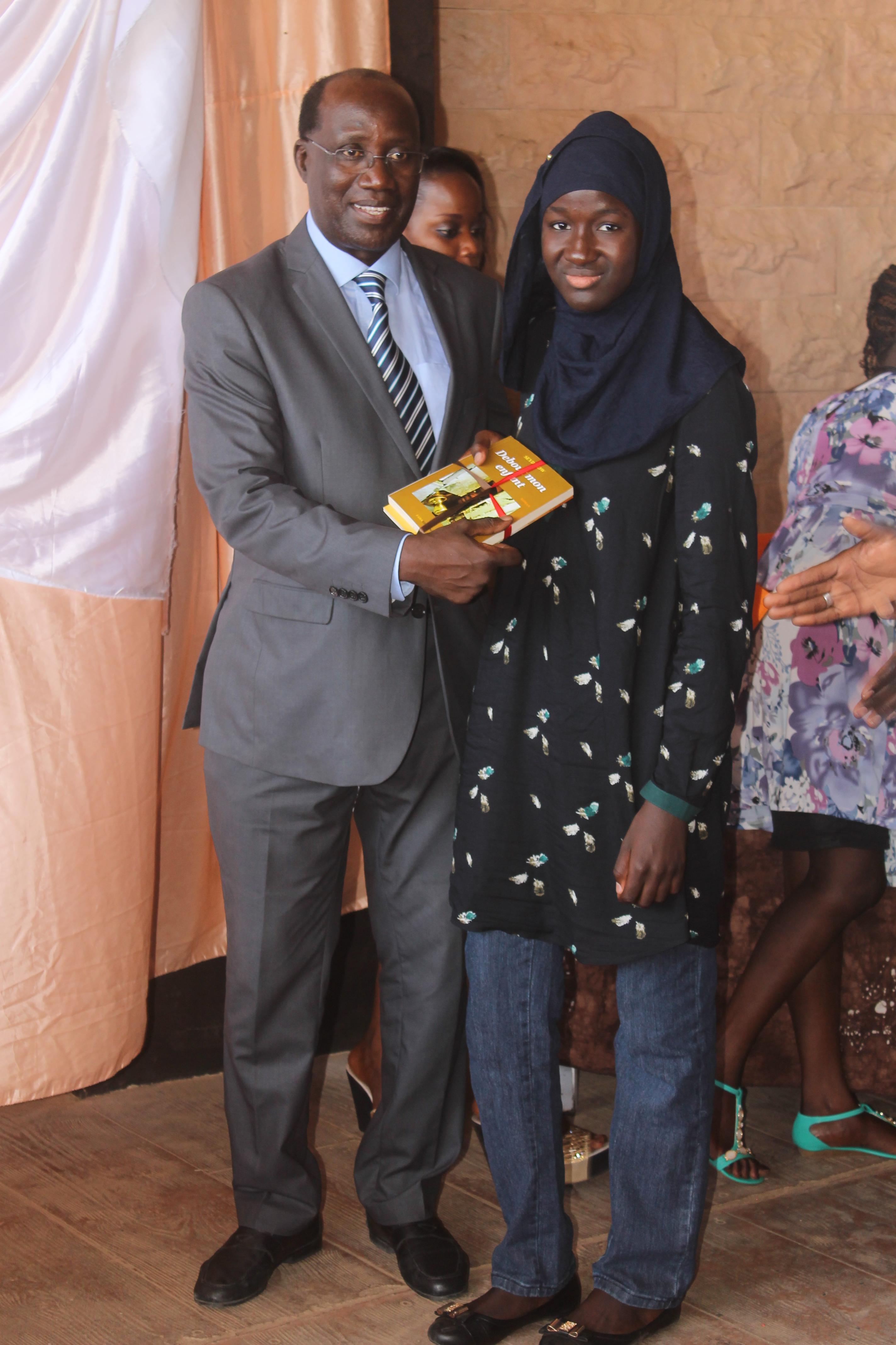 Remise de Prix d'excellence par le Monument de la Renaissance Africaine : Les filles à l'honneur avec une moyenne de 18