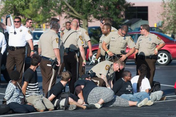 Ferguson: manifestation malgré l'état d'urgence