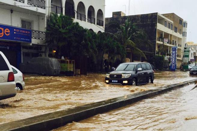 Le mur du Canal 4 effondré, Médina, Fass Delorme, Gueule Tapée et… Point E immergés : catastrophe pluviale à Dakar !