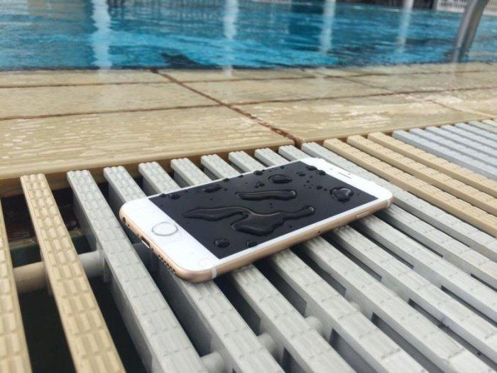 6 choses à faire absolument quand votre smartphone a pris l'eau !