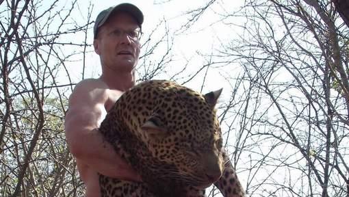 Après un lynchage médiatique en règle, le tueur de Cecil le lion reprend ses activités