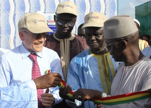 L'Ambassadeur des Etats-Unis inaugure le Centre de traitement des semences de Kaolack