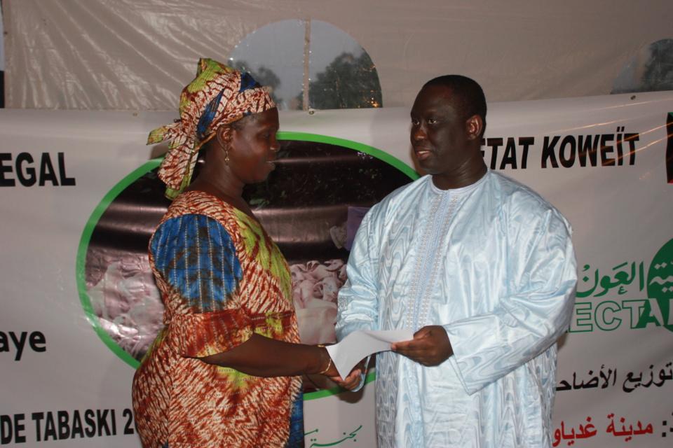 Guédiawaye: Aliou Sall distribue une centaine de moutons aux imams et familles démunies