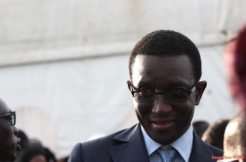 Le ministre de l'Économie et des Finances Amadou Bâ gâte les ASC et Écuries des Parcelles Assainies