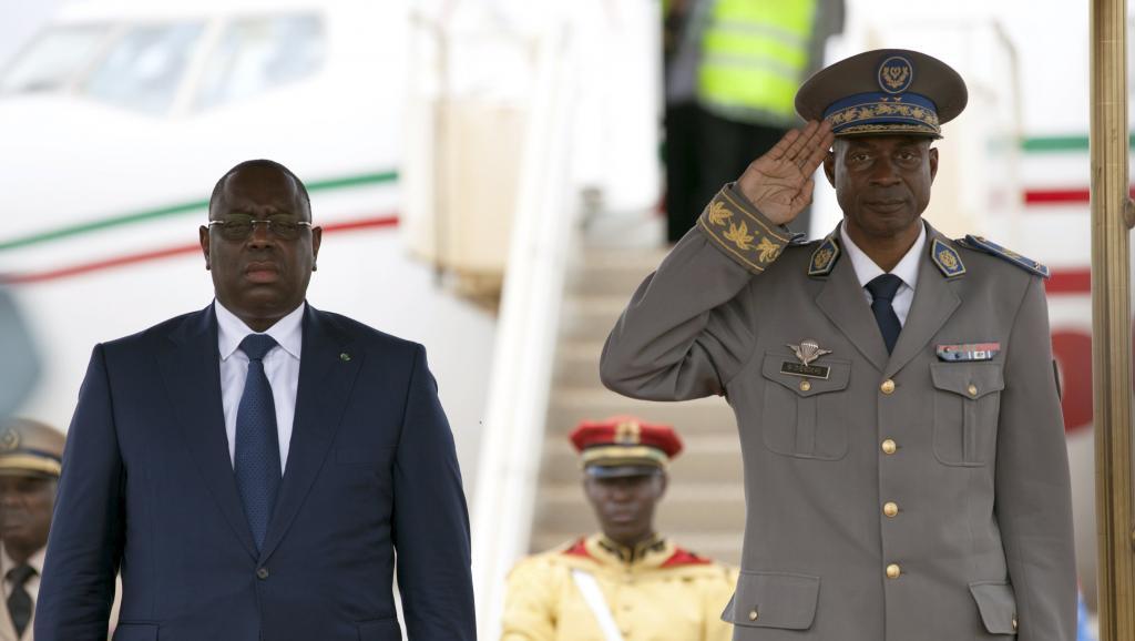 Crise burkinabè : Retour à la légalité, Macky Sall impose un accord