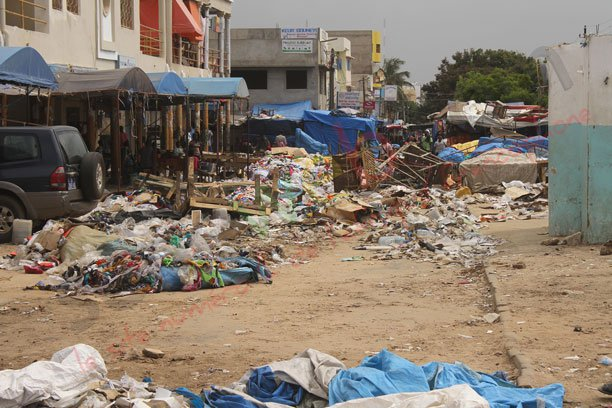 Marché Hlm : Le maire demande aux commerçants de nettoyer les lieux, s'ensuit une violente bagarre