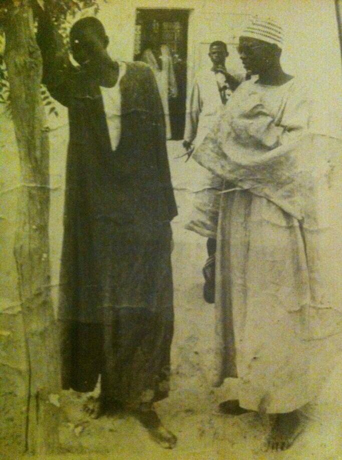 Serigne Moustapha Khassaides (à gauche) et Serigne Fallou Mbacké Souhaibou (à droite)