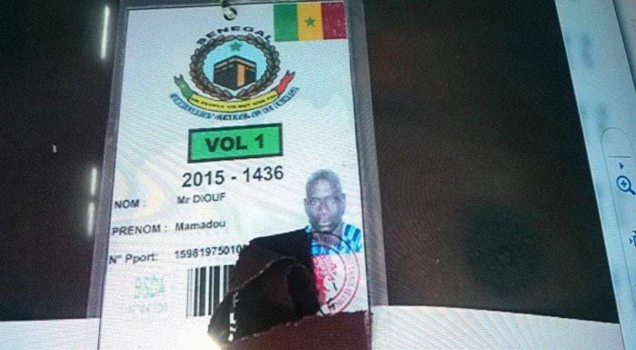 Des badges et images de Sénégalais décédés lors de la bousculade à Mouna