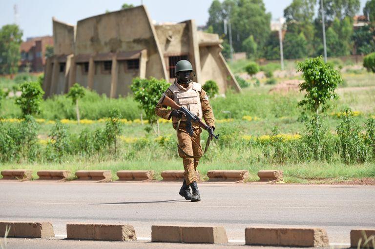 Burkina Faso : l'armée cerne les ex-putschistes à Ouagadougou