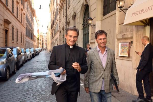 Ce prêtre avoue son homosexualité et fait scandale au Vatican