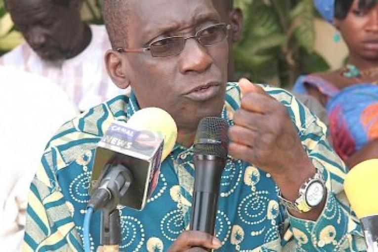"""Mamadou Diop Decroix : Le slogan Ubi tey jang tey est """" fallacieux et politicien""""."""