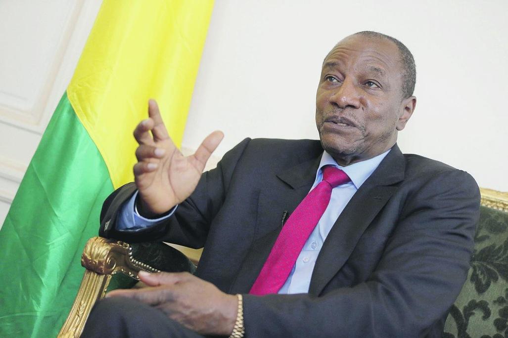 Demande de report du vote en Guinée : Alpha Condé ferme les frontières, Cellou Dalein risque la prison