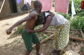 Ne pouvant plus supporter sa présence dans la maison, Moussa Mbengue balance un fourneau à la femme de son frère
