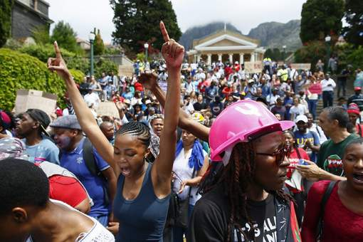 Augmentation des frais de scolarité en Afrique du Sud : Violents heurts entre étudiants et policiers devant le parlement
