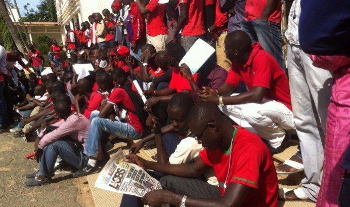 Fonction publique: Les sortants de la formation payante de la Fastef exigent leur recrutement