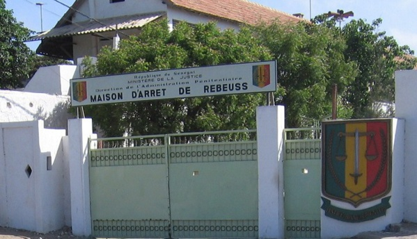 Les detenus de la prison de Rebeuss refusent toujours de s'alimenter