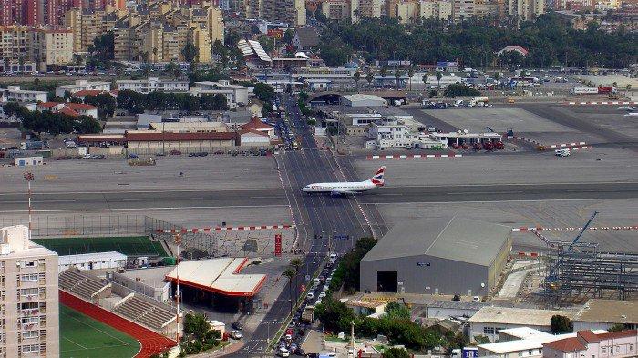 Vous avez peur de l'avion ou de l'altitude ? Voici 10 aéroports les plus dangereux du monde, qui vous prouveront que vous avez bien raison de vous méfier !