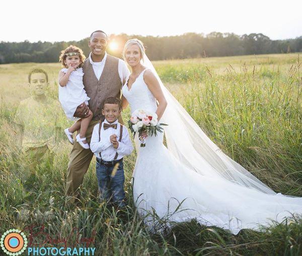 Cette photo de mariage, qui fait le tour du web, a ému le monde entier. Découvrez pourquoi…