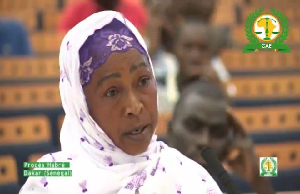 Une des femmes victimes de viol et d'agressions sexuelles, lors de leurs témoignages durant le procès de Hissène Habré, à Dakar, diffusé en direct sur le site de la télévision sénégalaise. Photo DR