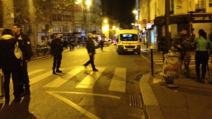 Attaques à Paris: Hollande, Valls et Cazeneuve en réunion de crise
