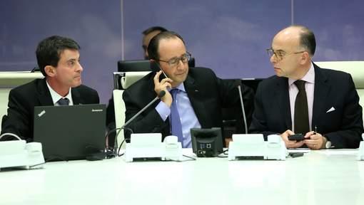 Le Premier ministre Manuel Valls, François Hollande et le ministre de l'Intérieur Bernard Cazeneuve © epa.