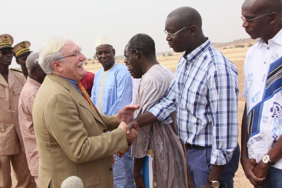L'Ambassadeur de France au Sénégal, Jean Félix-Paganon et Pape Birama Thiam, Directeur de la Coopération Technique et coordonnateur du PAISD