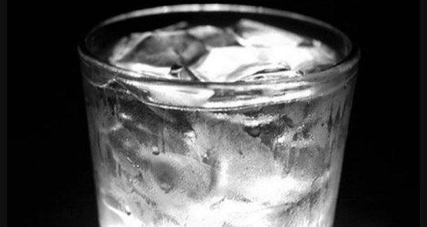verre eau glacée