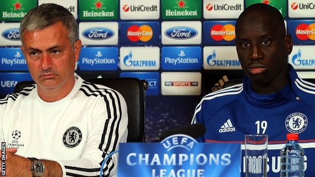 Chelsea : Demba Bâ tacle Mourinho après son licenciement