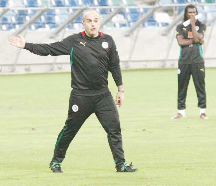 Régis Bogaert, coach adjoint des Lions : « Aliou Cissé et Demba Bâ doivent se parler »
