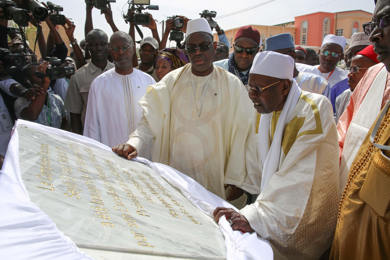 Autoroute Thiénéba-Tivaouane-Saint-Louis/Achèvement de la grande mosquée:  Macky Sall débarque en père Noël à Tivaoune !
