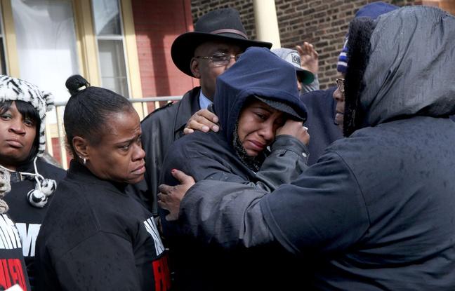 Etats-Unis: Un jeune homme de 19 ans et une mère de famille noirs ont été tués par la police