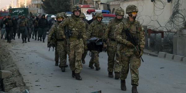 Attentat suicide à la voiture piégée à proximité de l'aéroport de Kaboul