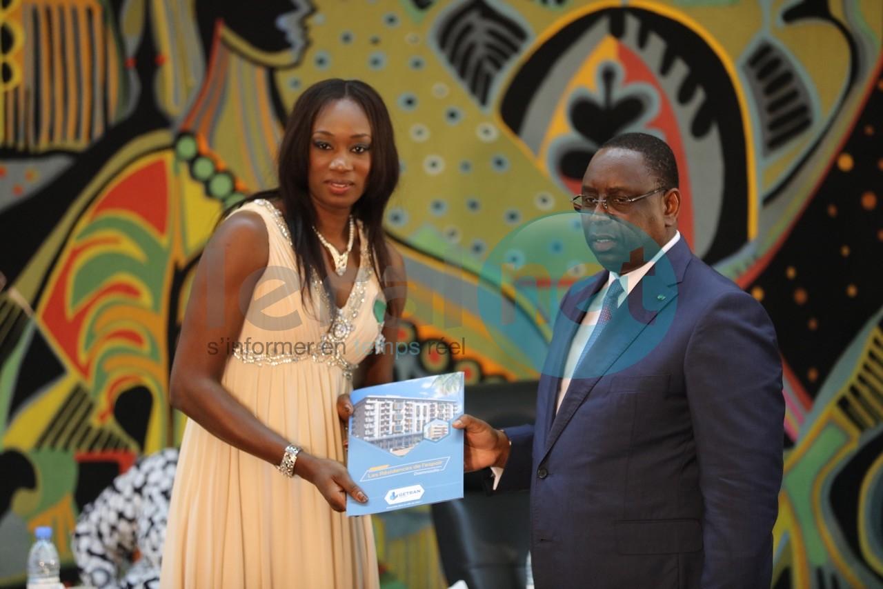 Le Président Macky Sall  reçoit (une seconde fois) les Lionnes du Basket, victorieuses de l'Afrobasket 2015