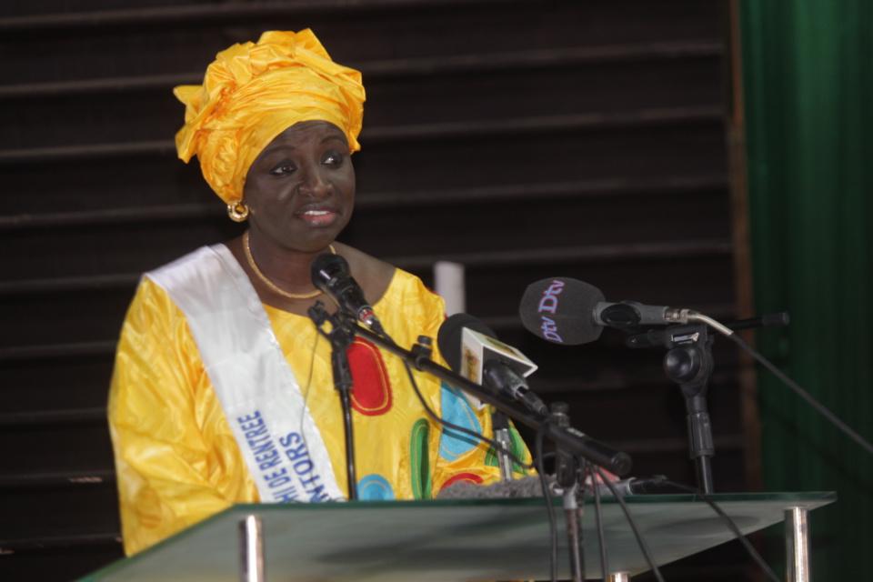 """Mimi Touré à l'amphi de rentrée de l'Ensup Dakar : """"Il est illusoire de penser que tous les jeunes peuvent être des fonctionnaires"""""""