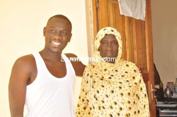 Pape Diouf en toute complicité avec sa maman