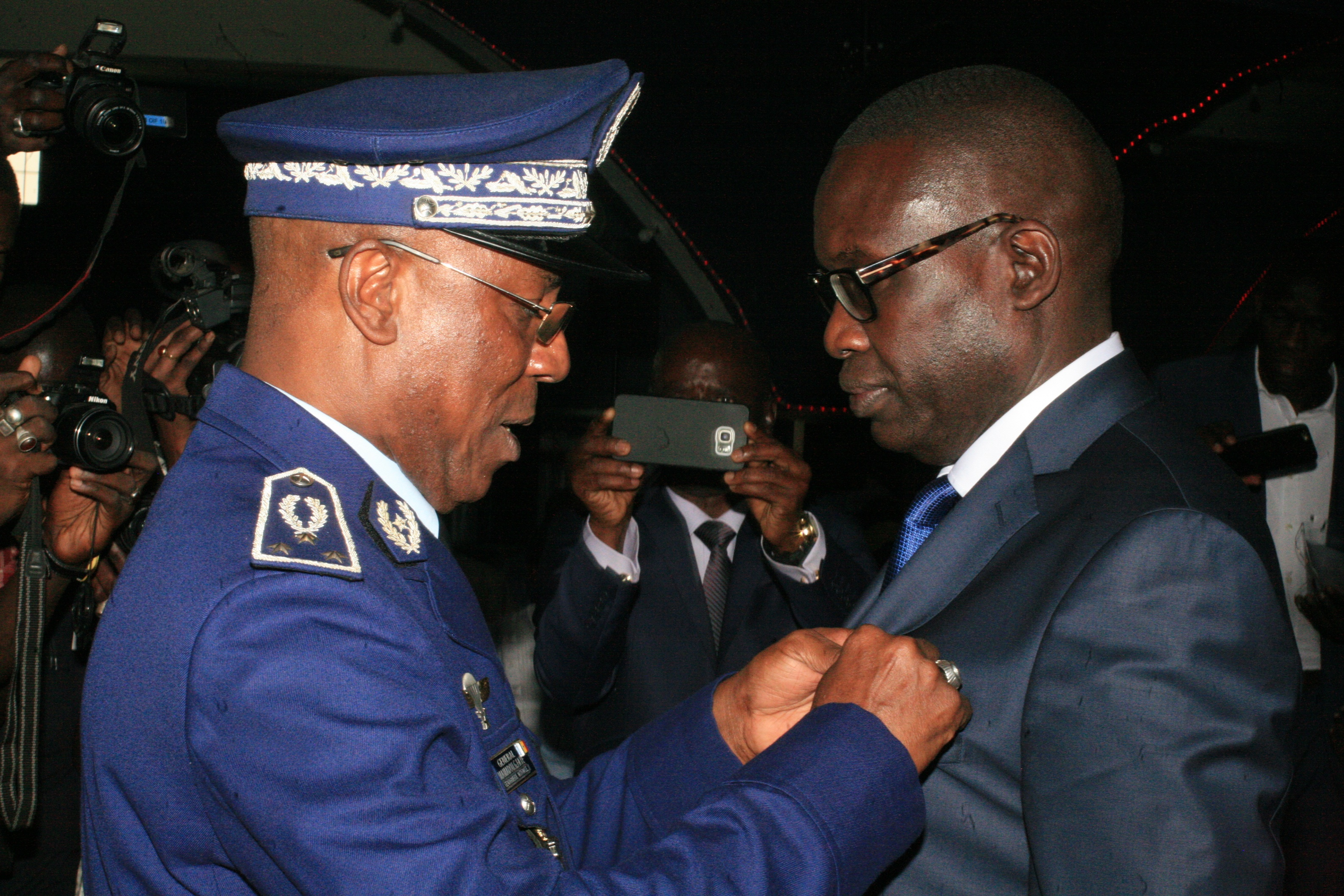 Pour services rendus à la gendarmerie nationale: Le Président Macky Sall décerne à Ibrahima Sall une médaille d'honneur